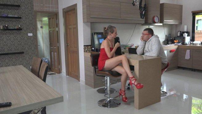 Девушка в красном платье светит писькой и трахается с толстяком в очках #1