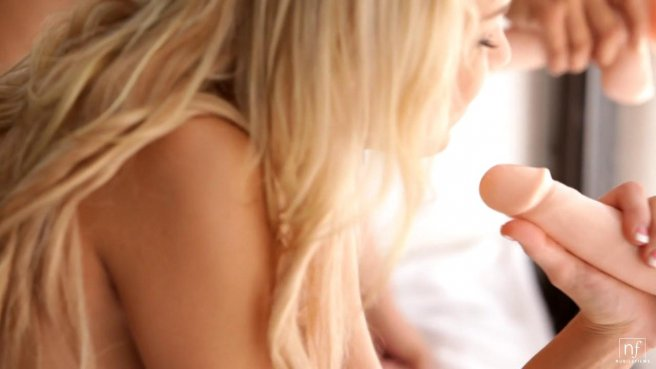 Стройные красотки нежно вылизывают друг другу киски, устроив лесби секс #7