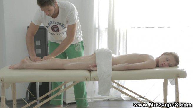 Красотка на массаже захотела получить член мастера в теплое влагалище #1